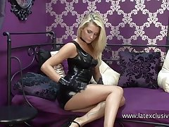 Mesmerizing latex sweetie gonna brag off her gorgeous abscess ass