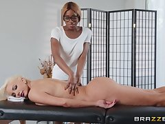 Ebony beauty gest intimate with big ass cougar blonde