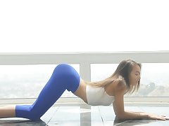 Fit e plan hon starts screaming when the dick goes deeper