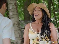 Super hot cougar Candi Kane seduces young stranger in along to garden