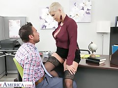 Carnage hot female boss Ryan Keely gets the brush pussy licked and fucked apart from new employee Johnny Castle