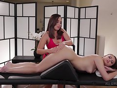 Masseuse Jenna Sativa is making love with beautiful fairy client