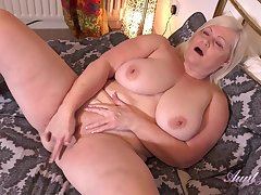 Auntie Lacey Buttering-up Plus Jerk Off Instruction self-pollution
